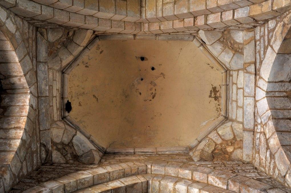 Saint-Julien-de-Jonzy - Eglise saint-Julien - Coupole sur trompes de l'ancienne croisée (porche)