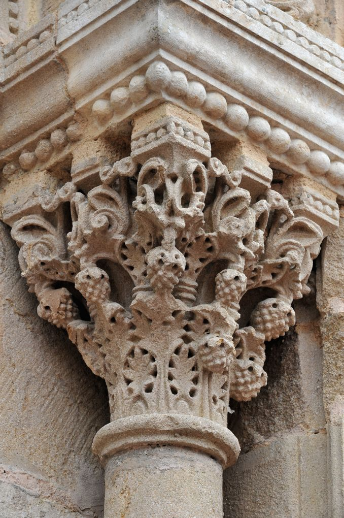Saint-Julien-de-Jonzy - Eglise saint-Julien - Portail : chapiteau