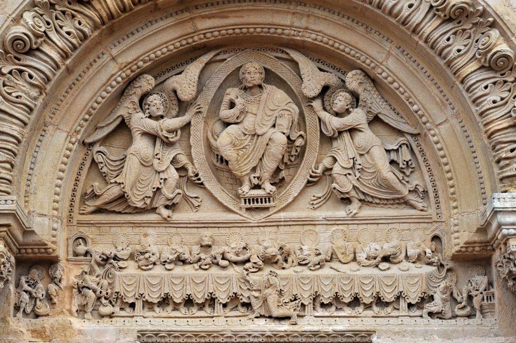 Saint-Julien-de-Jonzy - Eglise saint-Julien - Portail : le tympan