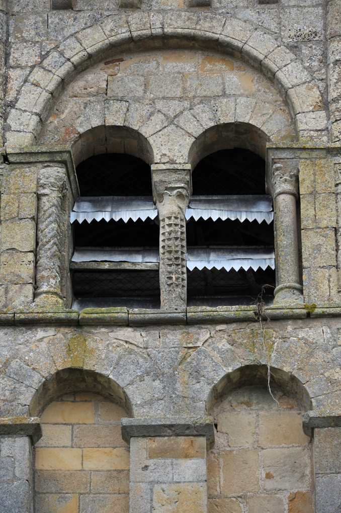 Saint-Sulpice -Eglise Saint-Sulpice - Détail du clocher : baies et arcatures géminées (fin du XIIe siècle)