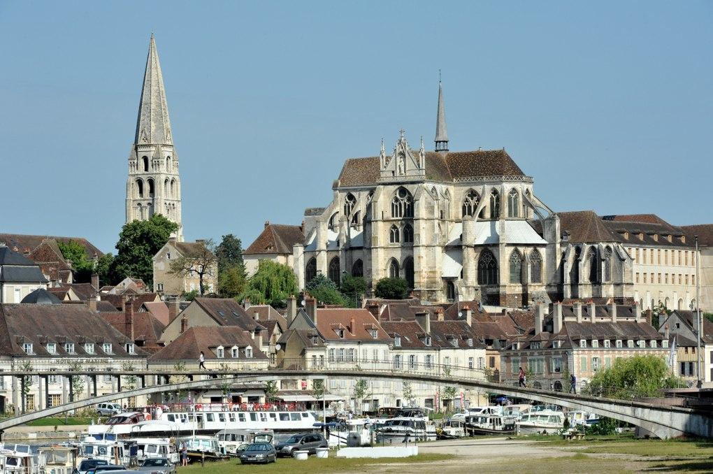 Auxerre - L'Abbaye Saint-Germain (IXe-XIVe siècle) depuis les rives de l'Yonne