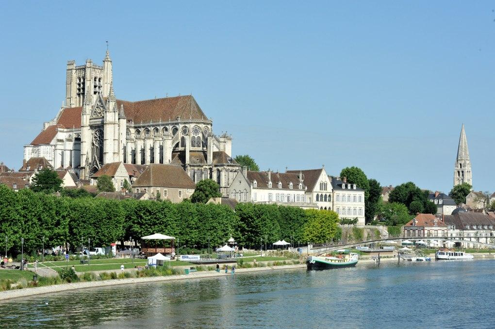 Auxerre - Vue sur la quartier cathédral et, à l'arrière-plan, sur l'Abbaye Saint-Germain