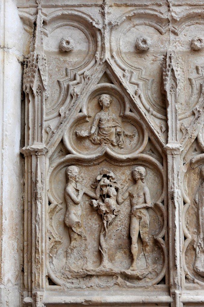 Auxerre - Cathédrale Saint-Etienne (XIe-XVIe siècle) - Bas-relief du portail occidental nord : Adam et Eve