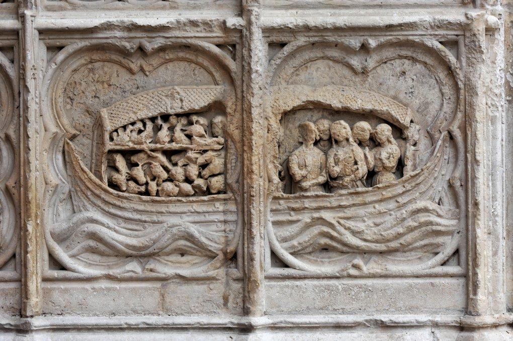 Auxerre - Cathédrale Saint-Etienne (XIe-XVIe siècle) - Bas-relief du portail occidental nord : l'Arche de Noé
