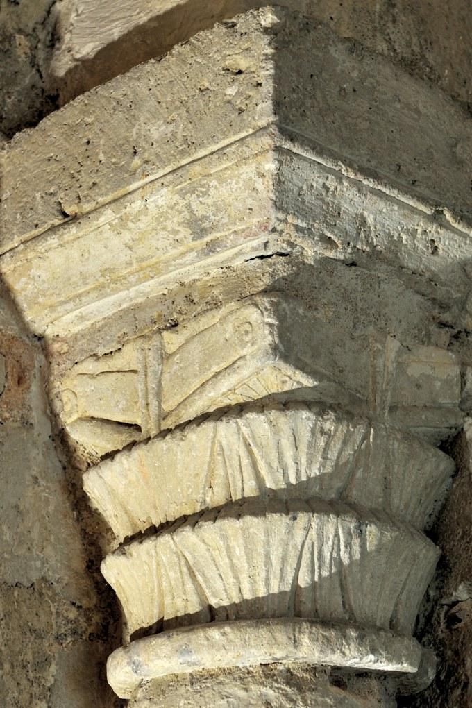 Auxerre - Cathédrale Saint-Etienne (XIe-XVIe siècle) : chapiteau de la crypte (v. 1030)