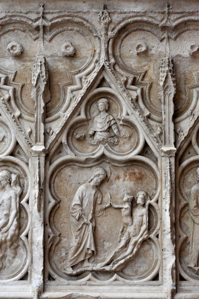 Auxerre - Cathédrale Saint-Etienne (XIe-XVIe siècle) - Bas-relief du portail occidental nord : le Christ et Adam