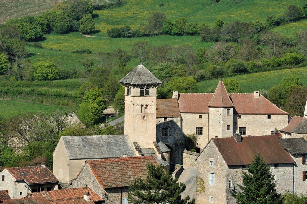 Blanot - L'église Saint-Martin (XIe siècle) et le prieuré (XIIe-XVIe siècle)