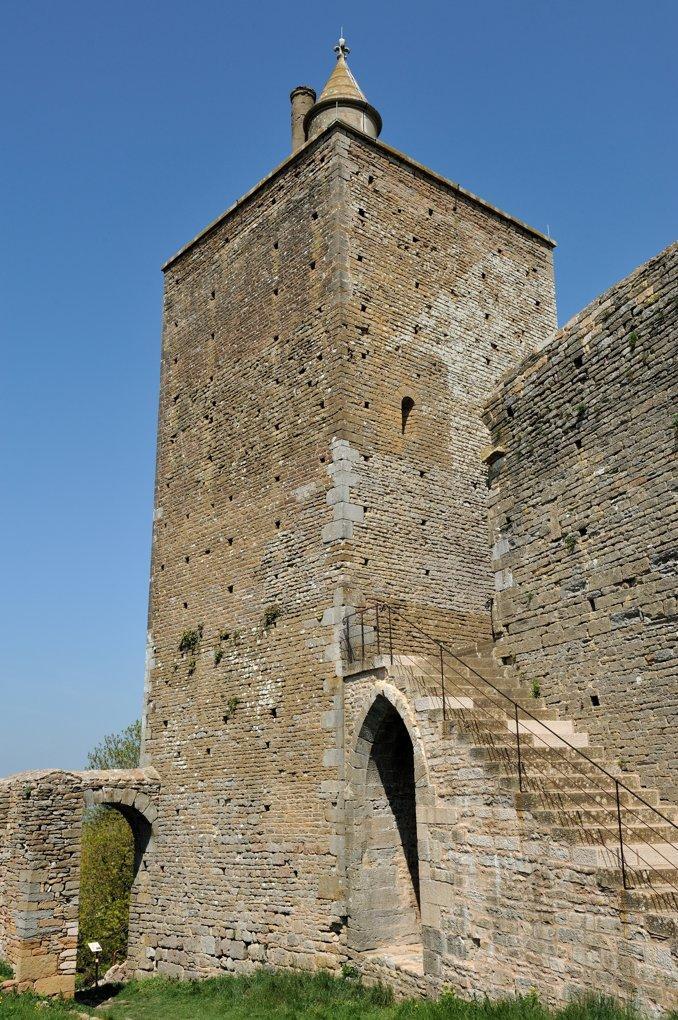 Martailly-lès-Brancion - Château de Brancion (Xe-XIVe siècle) : le donjon du XIIe siècle