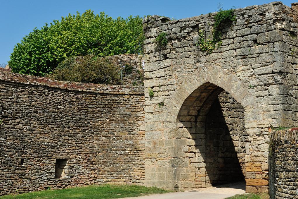 Martailly-lès-Brancion - Château de Brancion : porte d'entrée du château