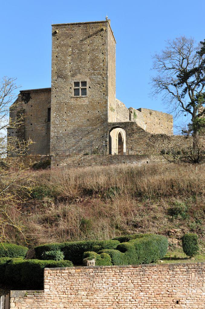 Martailly-lès-Brancion - Château de Brancion : le donjon (XIIe siècle)