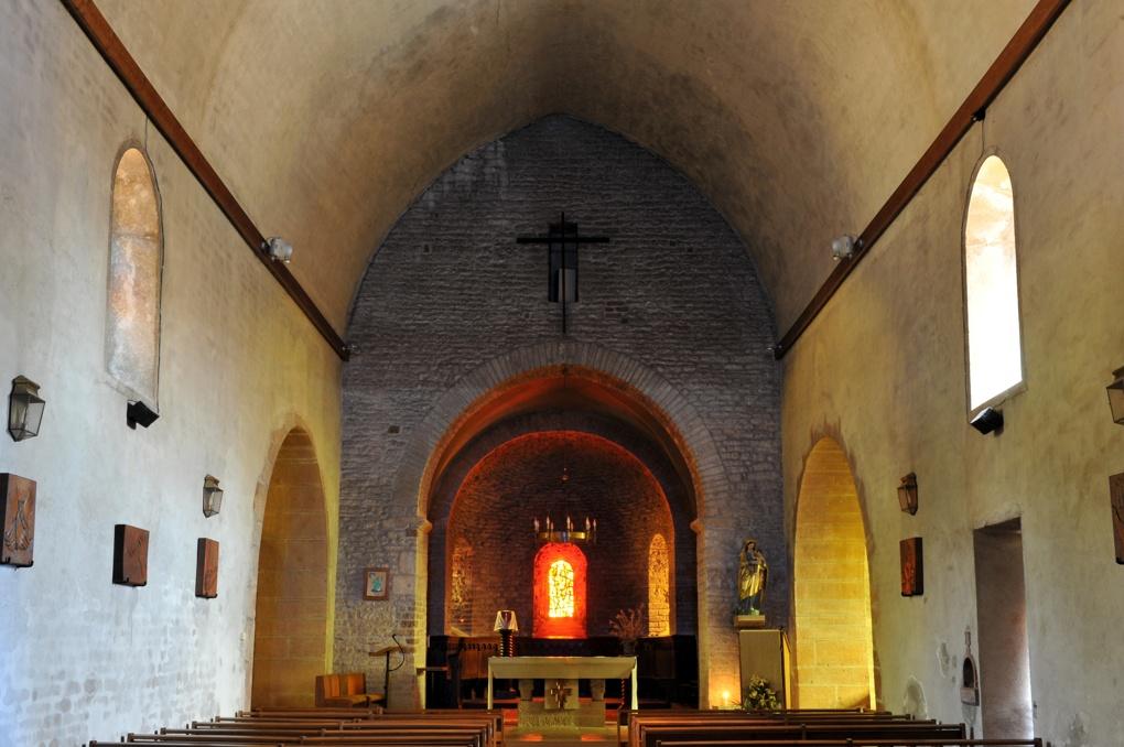 Charnay-lès-Mâcon - Eglise Saint-Pierre (aujourd'hui Sainte-Madeleine) : vue intérieure