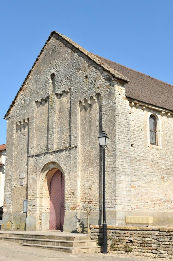 Clessé - Eglise Notre-Dame (XIIe siècle) : façade à arcatures lombardes