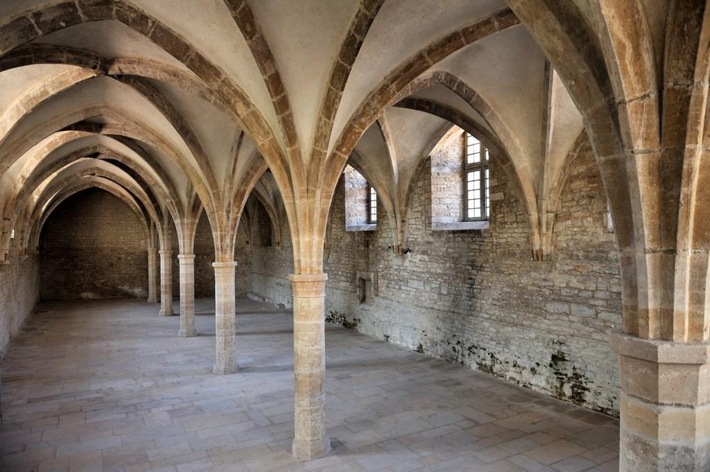 Cluny - Abbaye Saint-Pierre-et-Saint-Paul - Musée du Farinier : le cellier (XIIIe siècle)