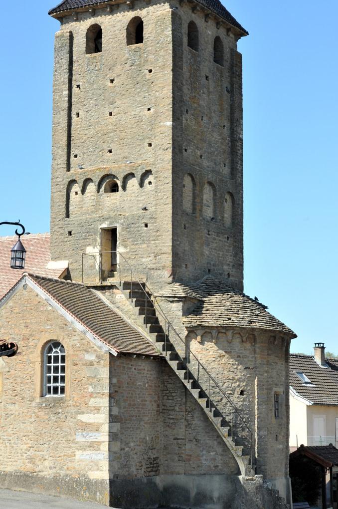 Donzy-le-Perthuis - Eglise Saint-Julien : le clocher (XIe siècle)