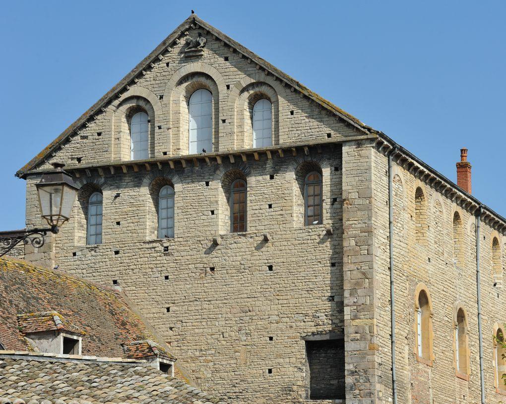 Cluny - Ecuries de saint Hugues (fin XIe-début XIIe siècle)