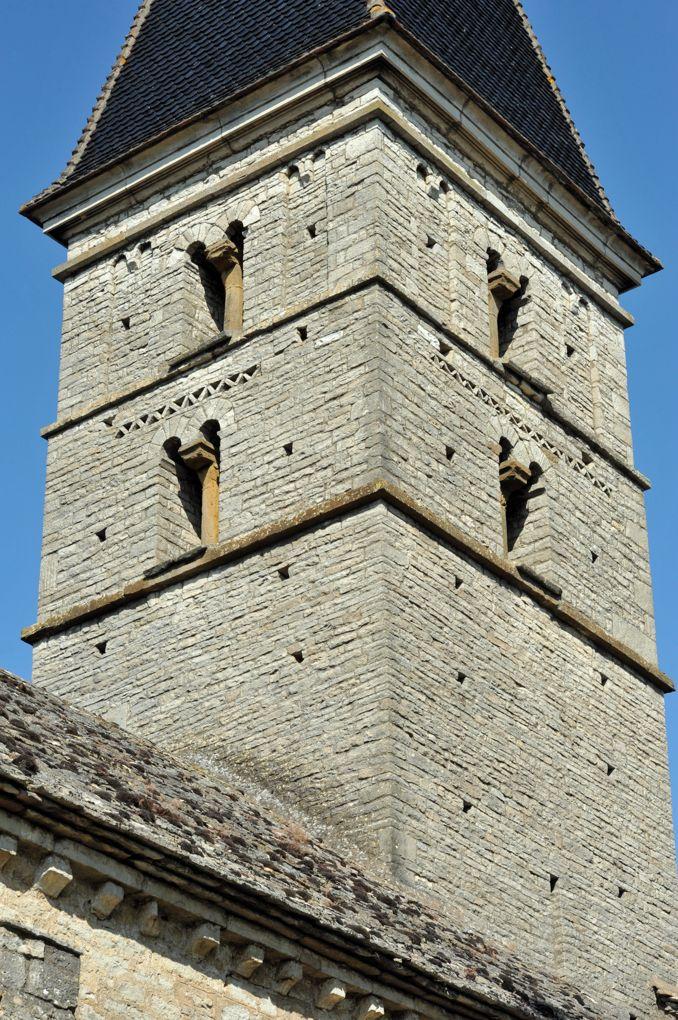 Farges-lès-Mâcon - Eglise Saint-Barthélémy : le clocher (début du XIIe siècle)