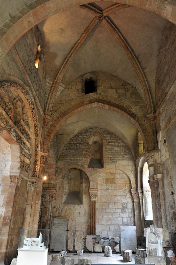 Mâcon - Vieux-Saint-Vincent : narthex (XIIe siècle)