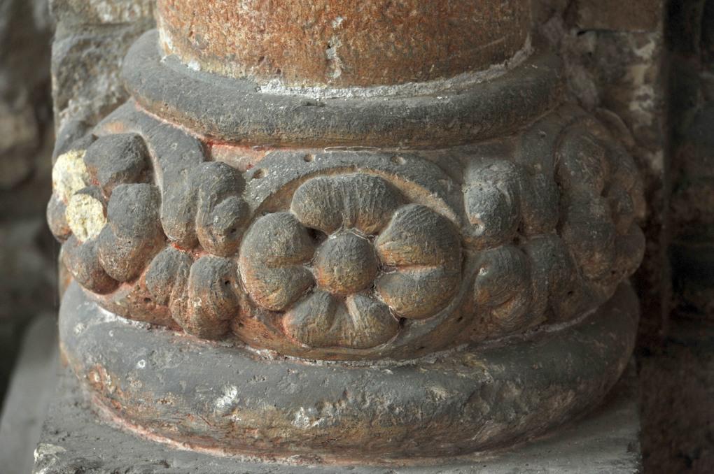 Mâcon - Vieux-Saint-Vincent - base de colonne dans le narthex