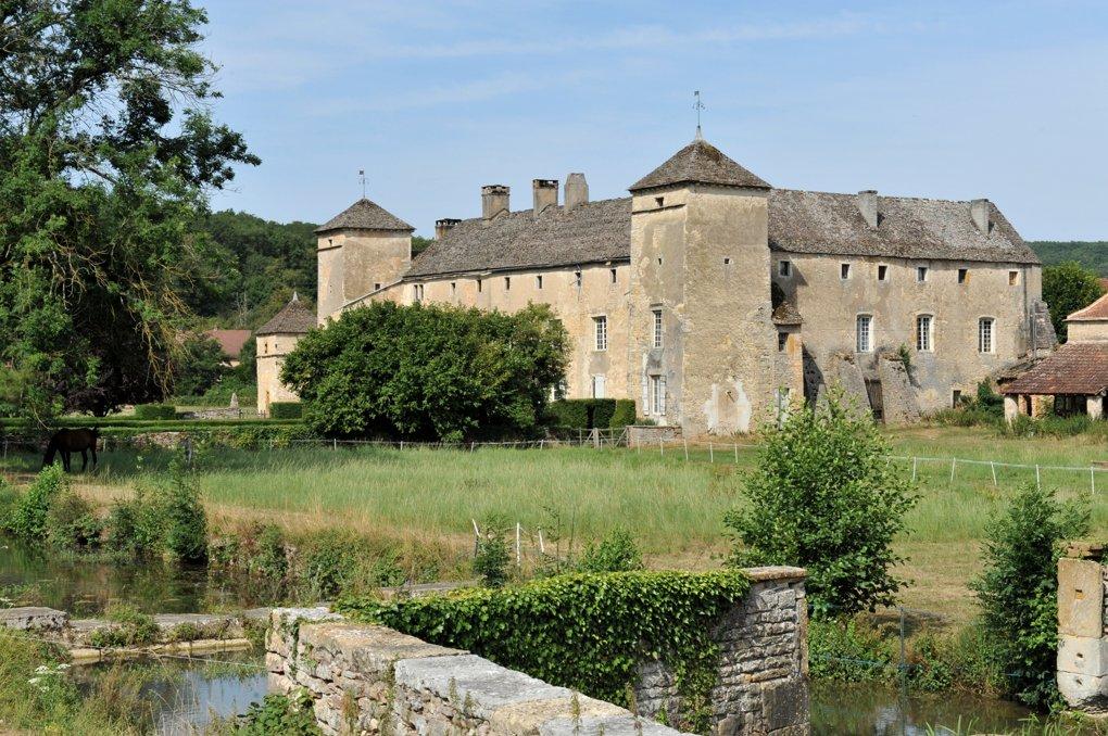 Ozenay - Le château (XVe-XVIIe siècle)