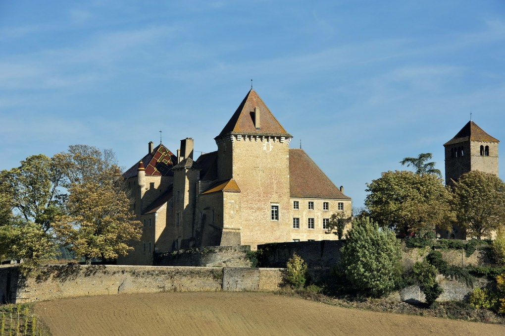 Pierreclos - Le château et la chapelle romane