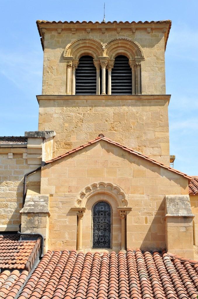 Saint-Bonnet-de-Cray - Eglise saint-Bonnet (milieu du XIIe siècle) - Le clocher à baies géminées