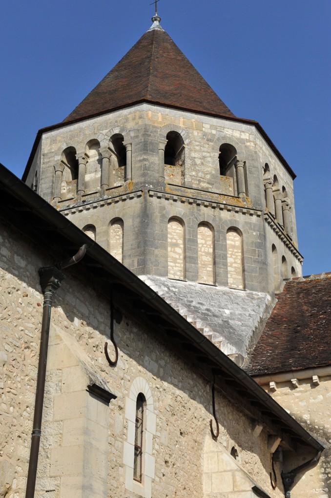 Laroche-Saint-Cydroine - Eglise saint-Cydroine (XIe-XIIe siècle) - Clocher (XIIe siècle)