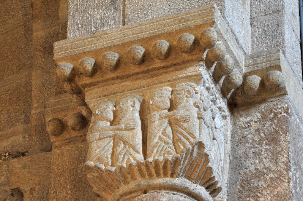 Saint-Laurent-en-Brionnais - Eglise Saint-Laurent (XIIe siècle - Chapiteau : le baiser de paix