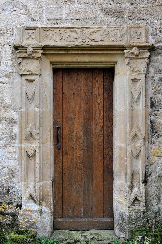 Saint-Père - Commanderie de Villemoison - Chapelle : portail Renaissance (XVIe siècle)