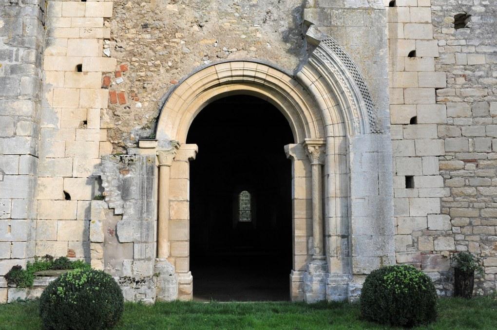 Saint-Père - Commanderie de Villemoison - Chapelle : portail ouest (fin du XIIe siècle)