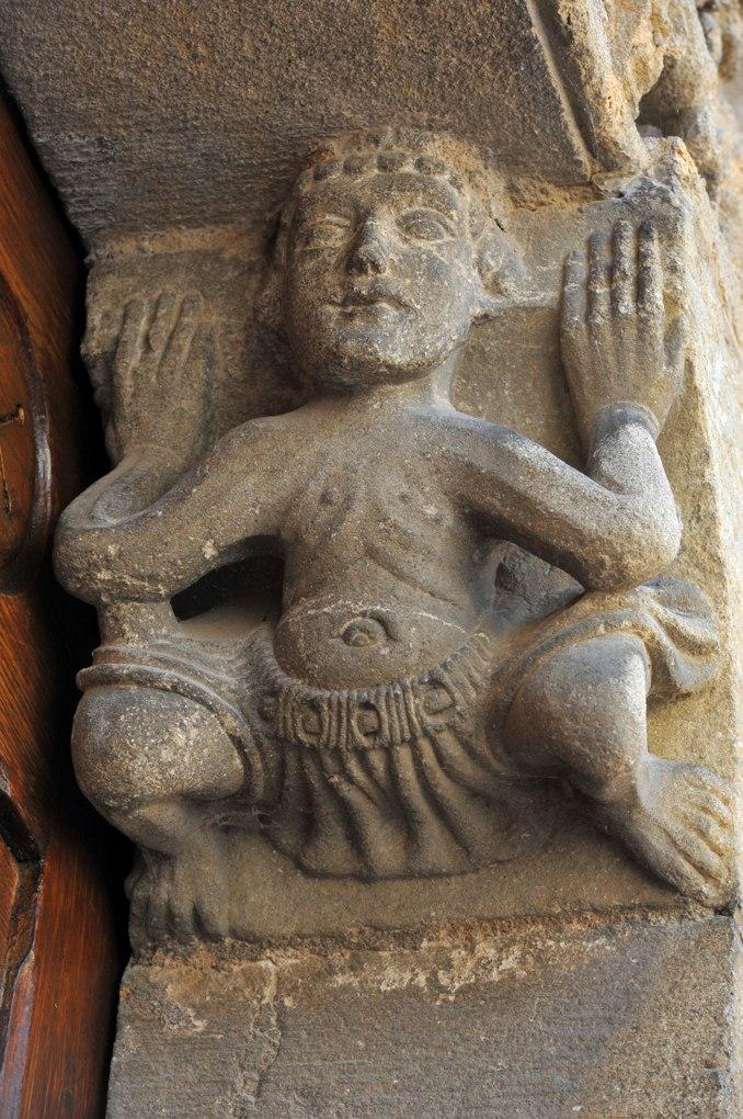 Semur-en-Brionnais - Ancienne collégiale Saint-Hilaire (XIIe siècle) - Portail ouest : Atlante