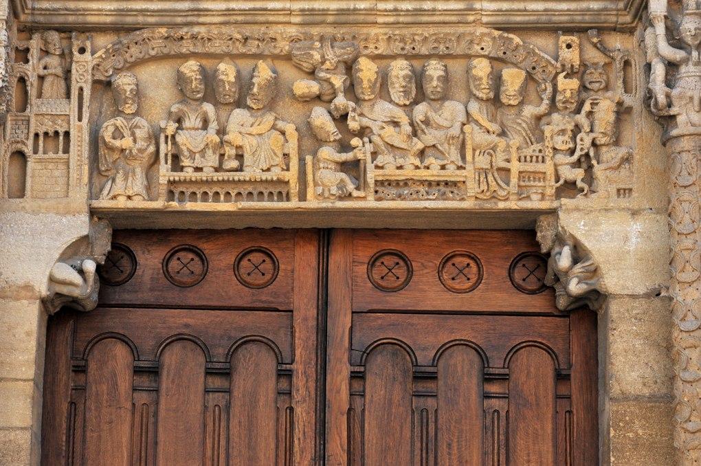 Semur-en-Brionnais - Ancienne collégiale Saint-Hilaire (XIIe siècle) - Portail ouest : le linteau