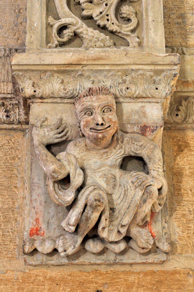 Semur-en-Brionnais - Ancienne collégiale Saint-Hilaire (XIIe siècle) - Culot : personnage diabolique ?