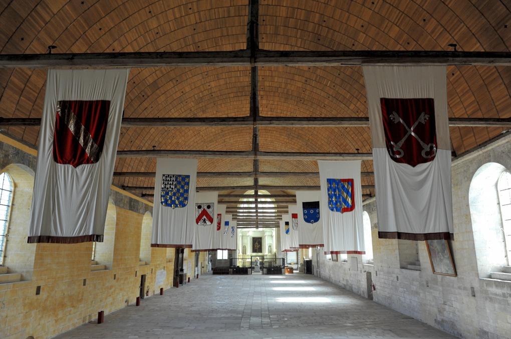 """Tonnerre - Hôtel-Dieu Notre-Dame des Fontenilles (XIIIe siècle) : la grande """"salle des pôvres"""""""