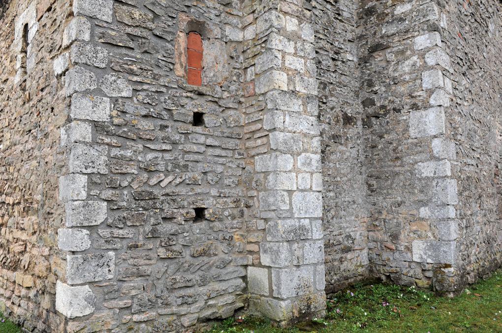 Tournus - Chapelle Saint-Laurent (vers l'an mil) : appareil en épi et assisé