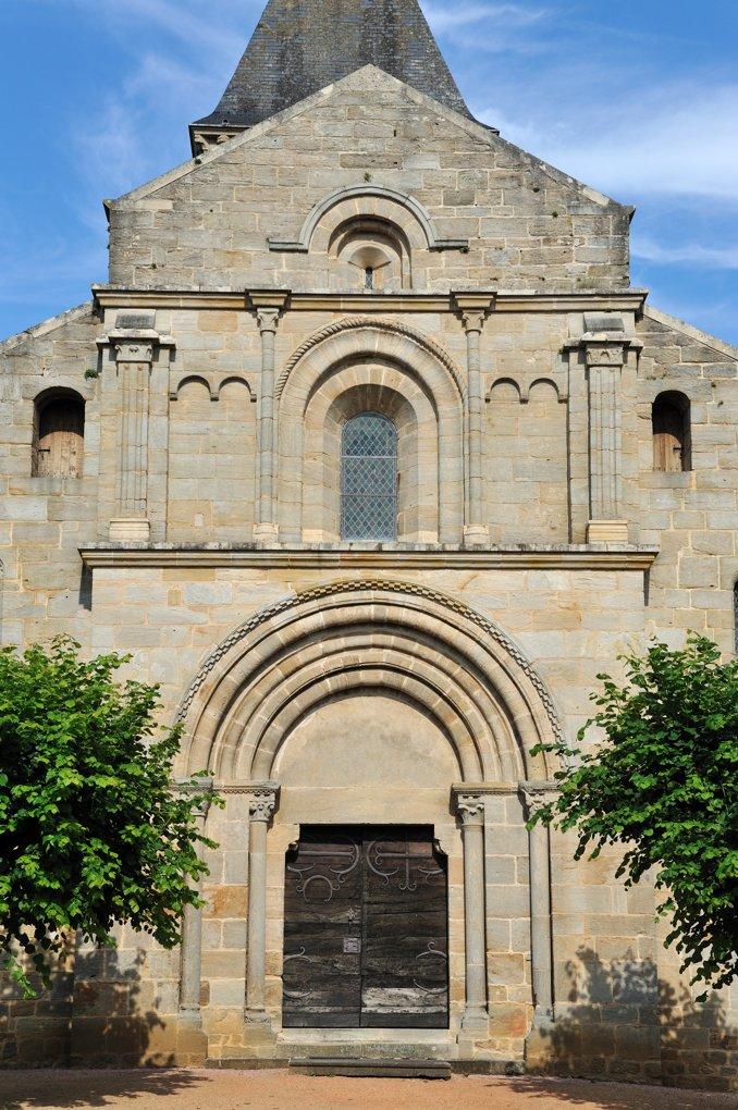 Varenne-l'Arconce - Eglise Saint-Pierre-aux-Liens (XIIe siècle) - La façade