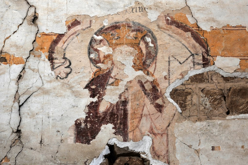 Varenne-l'Arconce - Eglise Saint-Pierre-aux-Liens (XIIe siècle) - Croisillon nord : vestiges de fresques (XIIe et XIIIe siècle)