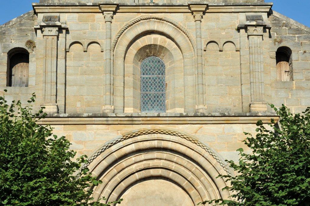 Varenne-l'Arconce - Eglise Saint-Pierre-aux-Liens (XIIe siècle) - Le clocher : second niveau