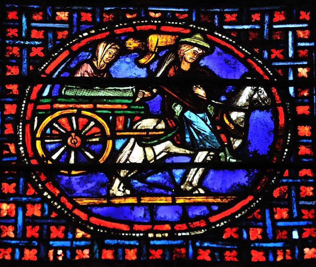 Auxerre - Cathédrale Saint-Etienne (XIe-XVIe siècle) - Vitraux du déambulatoire : le transport des reliques (XIIIe s.)
