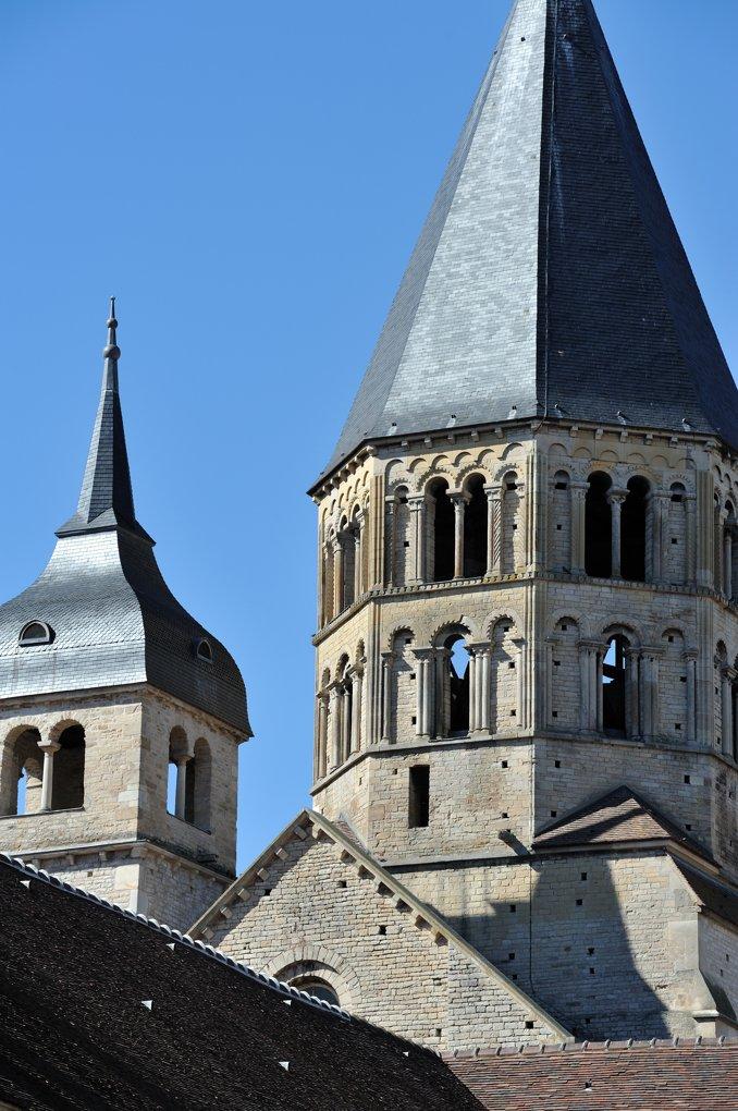 Cluny - Abbaye Saint-Pierre-et-Saint-Paul - Clocher de l'Eau Bénite (XIIe siècle)