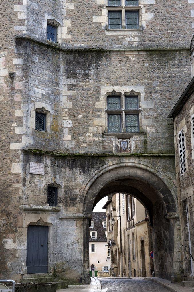 Avallon - Tour de l'Horloge (1456)