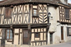 Cravant - Maison à colombages (XIVe siècle)