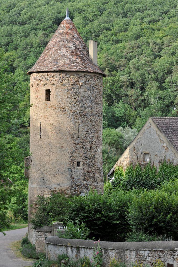 Domecy-sur-Cure - Abbaye Saint-Martin de Cure, hameau de Cure (XIIe-XVIe siècle) : tour du XVe siècle