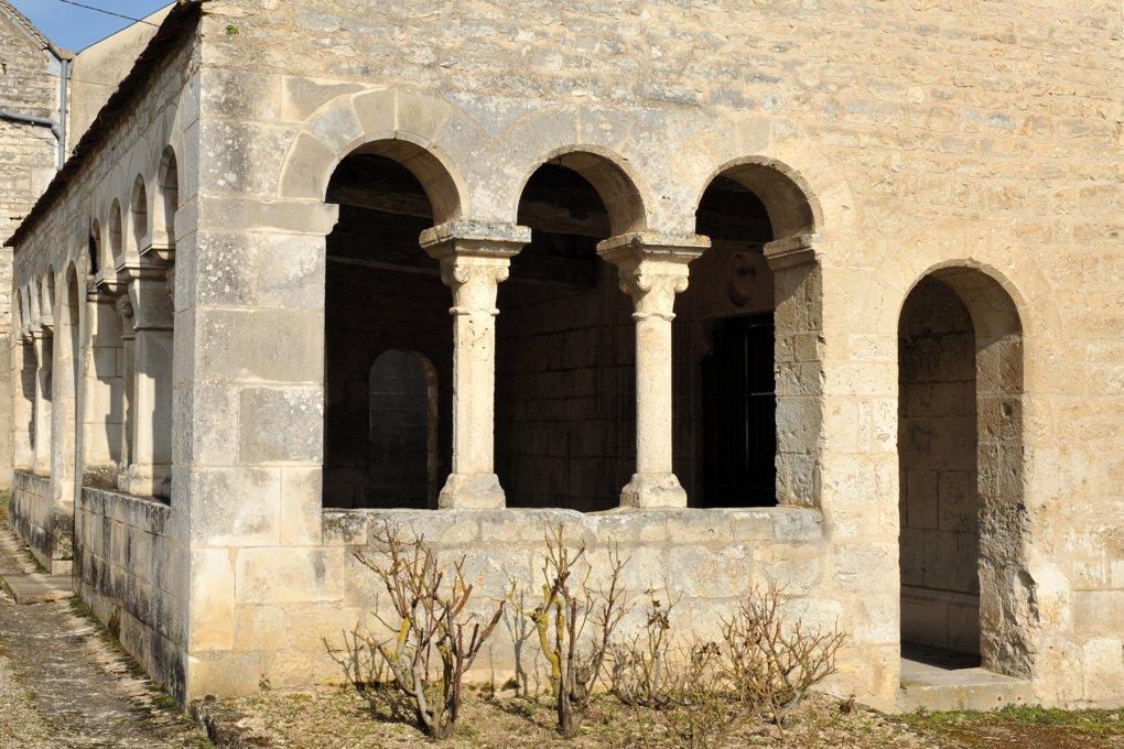 Escolives-Sainte-Camille - Eglise Saint-Pierre et Saint-Paul (XIIe siècle) : le porche ajouré