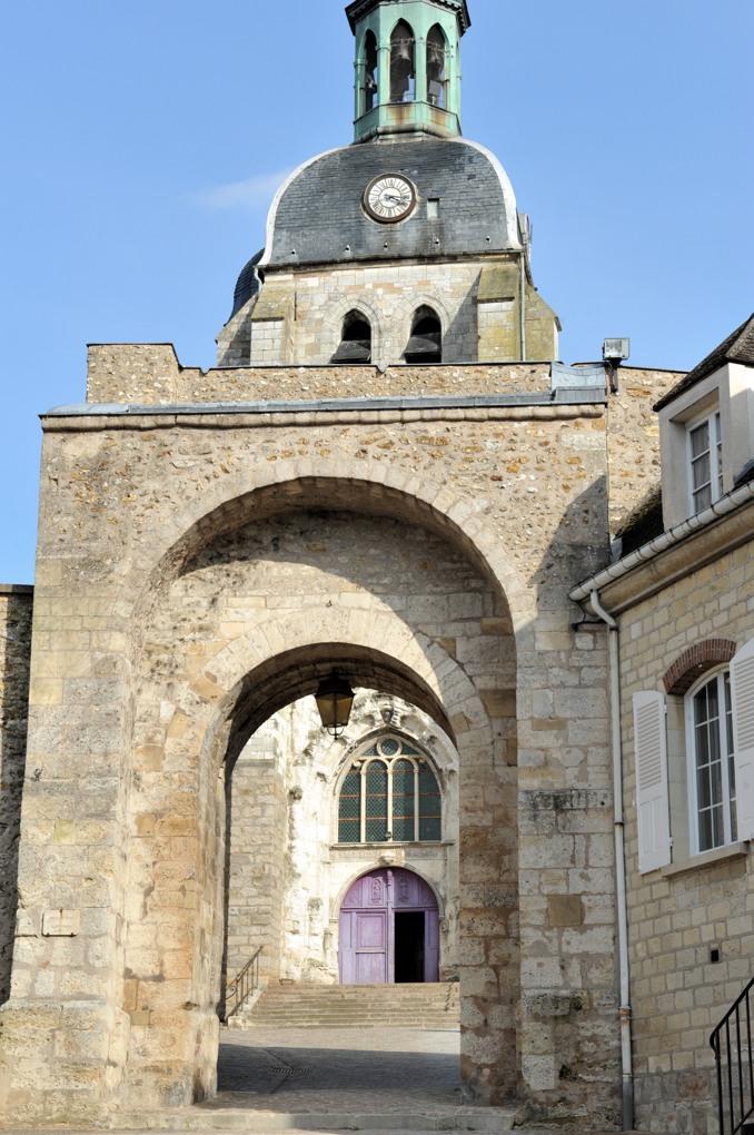 Joigny - Porte d'entrée médiévale de l'ancien château de Joigny