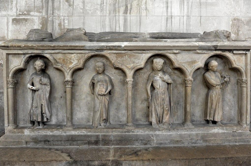 Joigny - Eglise Saint-Jean - Tombeau de la comtesse Aélis de Joigny (début du XIIIe siècle)