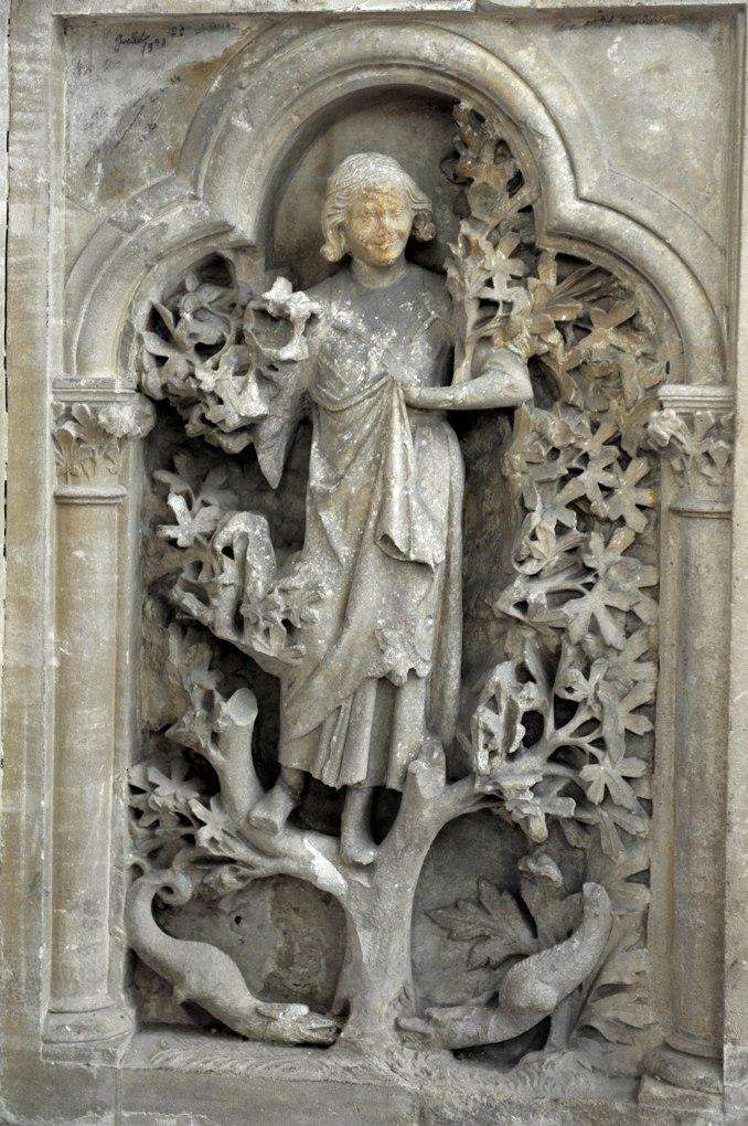 Joigny - Eglise Saint-Jean - Tombeau de la comtesse Aélis de Joigny (début du XIIIe siècle) : allégorie de l'Insouciance