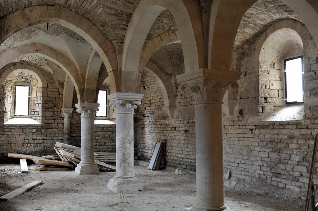 Joux-la-Ville - Grange cistercienne d'Oudun (fin du XIIe siècle) pendant les restaurations