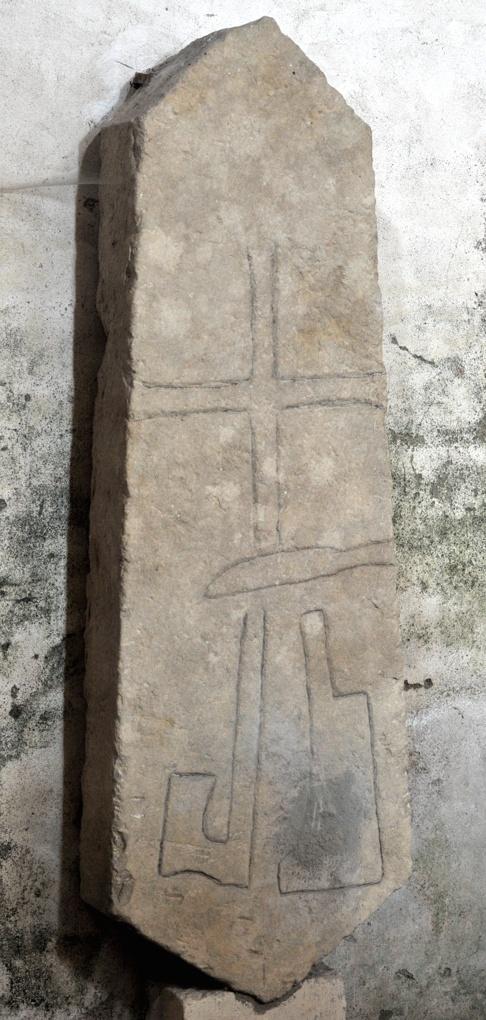 Montréal - Collégiale Notre-Dame (XIIe siècle) : pierre tombale