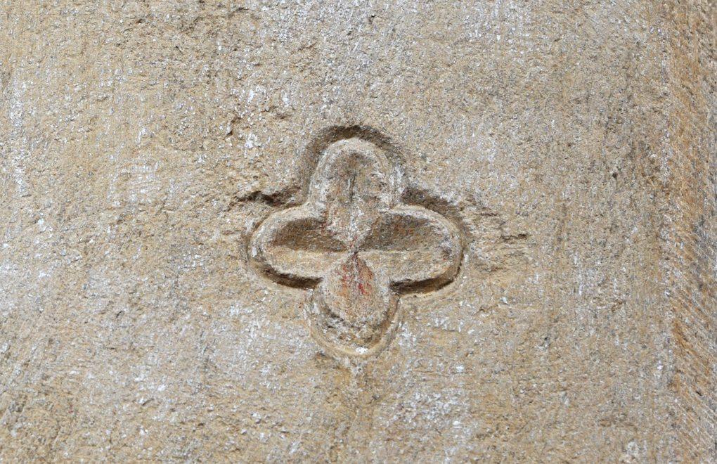 Montréal - Collégiale Notre-Dame (XIIe siècle) : marque lapidaire