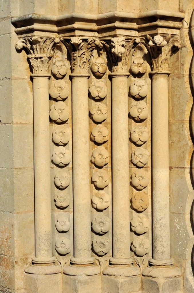 Montréal - Collégiale Notre-Dame (XIIe siècle) : ébrasement du portail